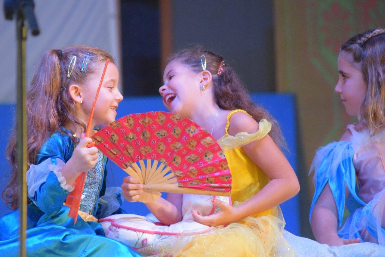 2017-06-spectacle-ce1e-princesse-alagomme (30)