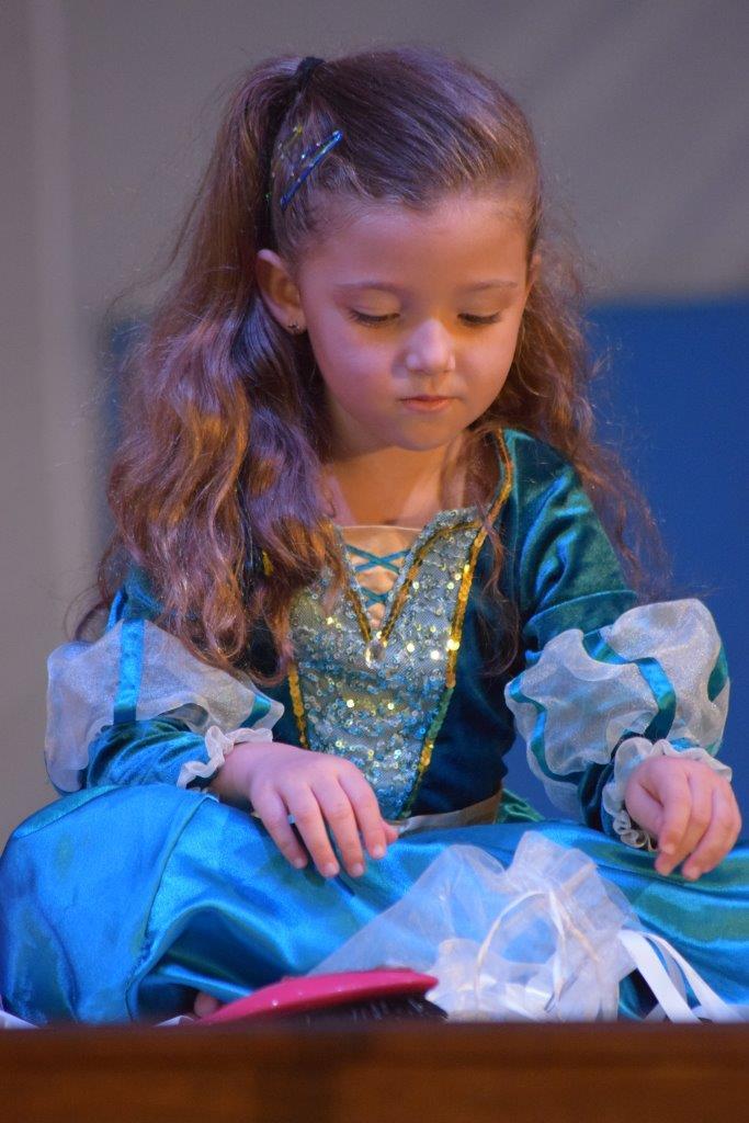 2017-06-spectacle-ce1e-princesse-alagomme (47)