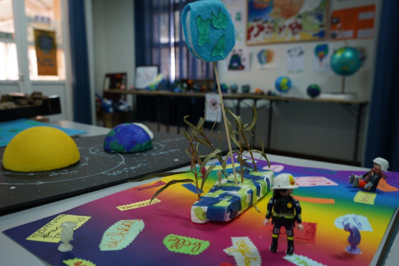 2019-exposition La representation de la Terre vue par les enfants (24)