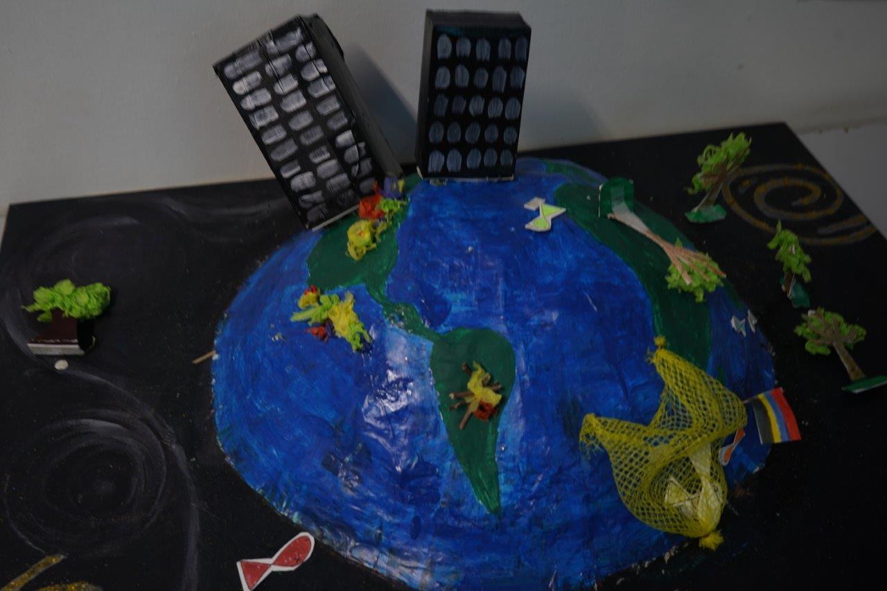 2019-exposition La representation de la Terre vue par les enfants (36)